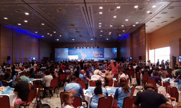Sindicato APEOC participa de IV Encontro Pedagógico Latino-Americano