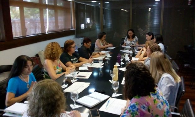 Sindicato APEOC discute campanha pelo fim da violência contra a mulher