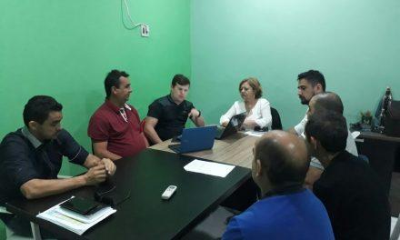 Jaguaruana: Sindicato APEOC arranca compromisso do Prefeito em pagar salário atrasado