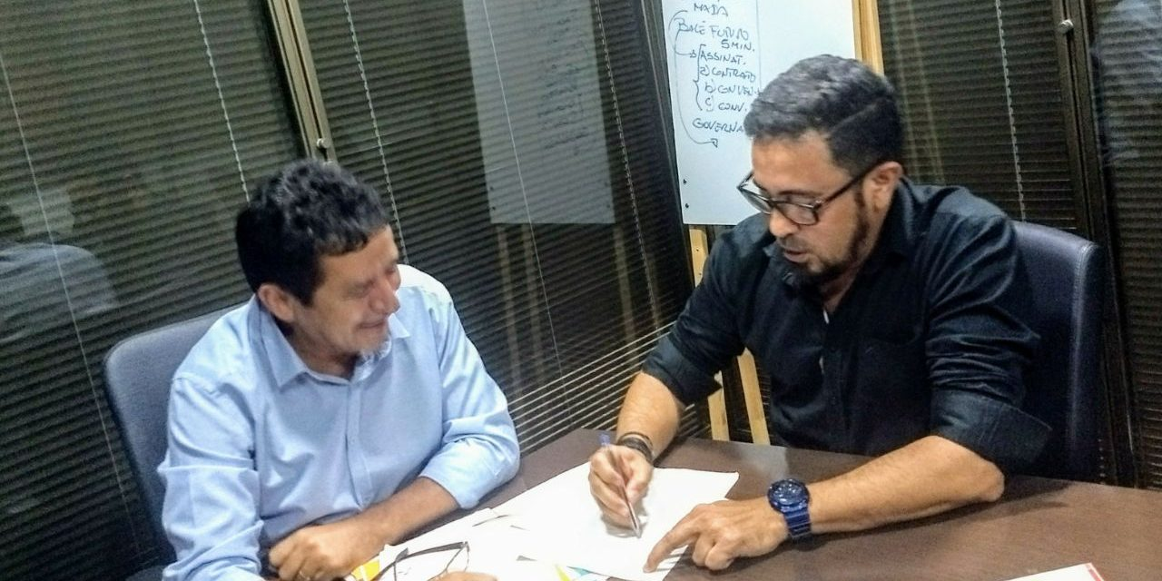 Anizio Melo faz plantão no Palácio da Abolição e cobra reajuste salarial