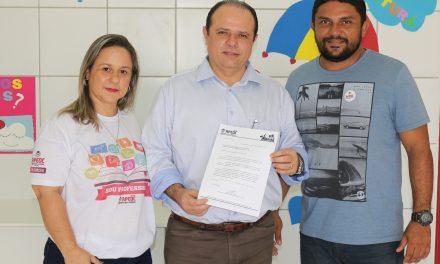 São Gonçalo: Sindicato APEOC entrega pauta de lutas ao prefeito