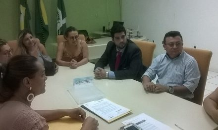 Araripe: Sindicato APEOC arranca compromisso de reajuste salarial