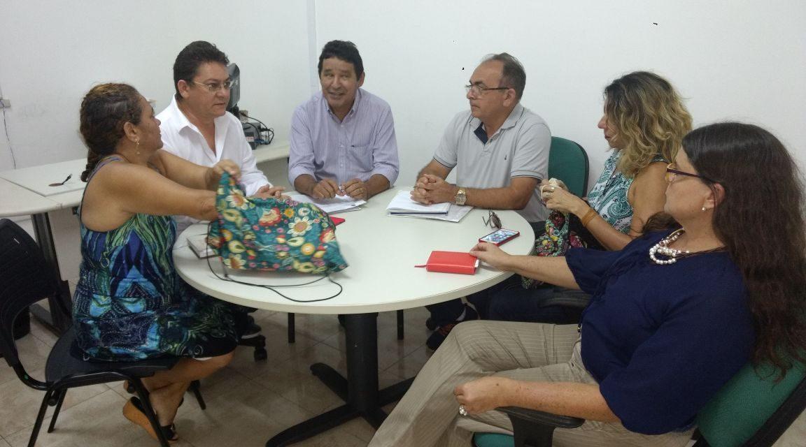 Sindicato APEOC cobram celeridade do projeto da ampliação de carga horária