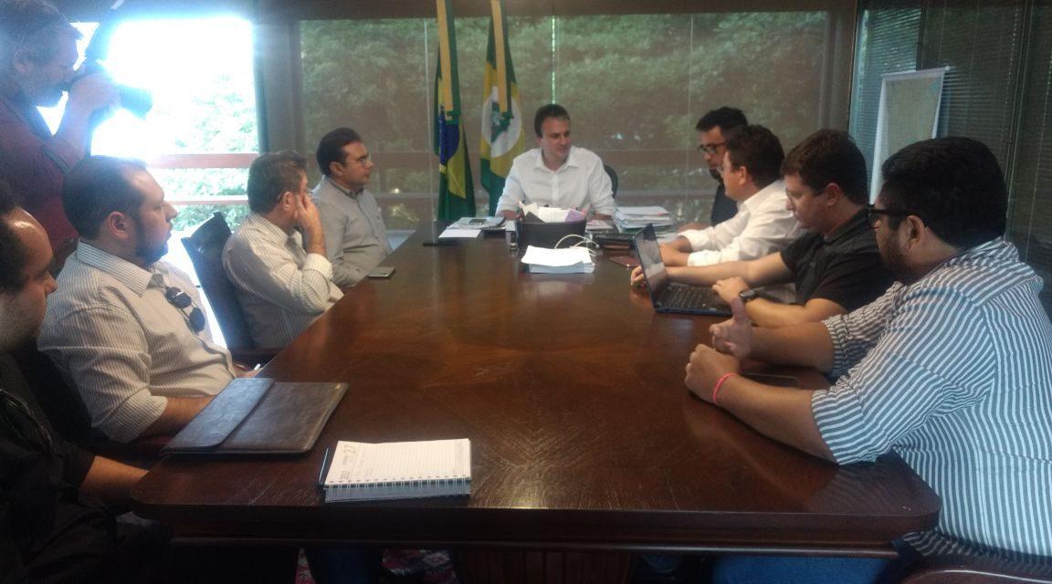 APEOC conquista Reajuste Diferenciado em reunião com Governador e Seduc