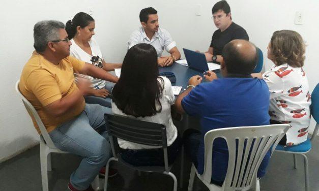 Jaguaruana: APEOC participa de reunião com secretário de Educação e planeja ações