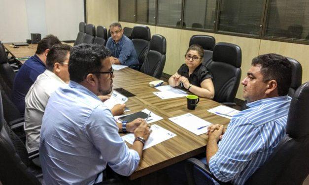 Resultado de imagem para Novo Secretário da Educação recebe Sindicato APEOC, e, fortalece Mesa de Negociação