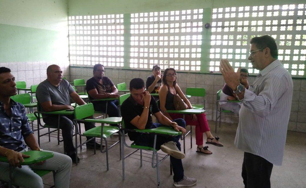 Maranguape: Professores recebem informes sobre direitos da categoria