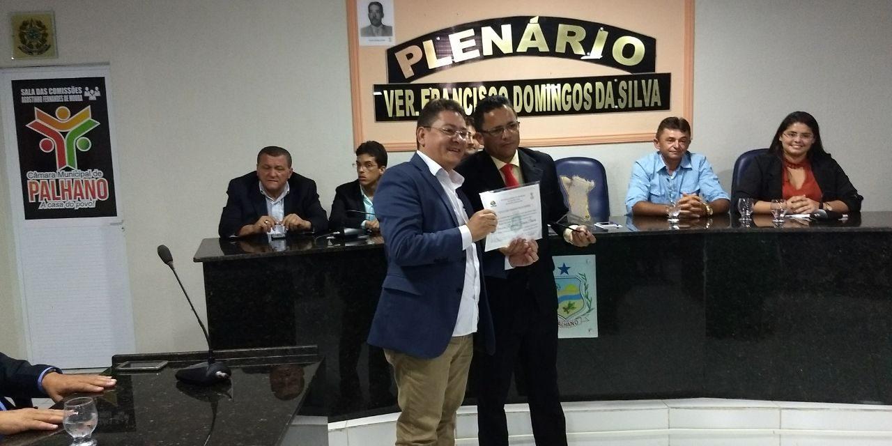 Palhano: Vice-presidente estadual da APEOC recebe título de cidadão do município