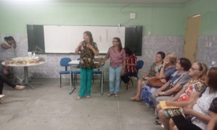 Solonópole: Professora Penha se reúne com profissionais da Educação ativos e aposentados