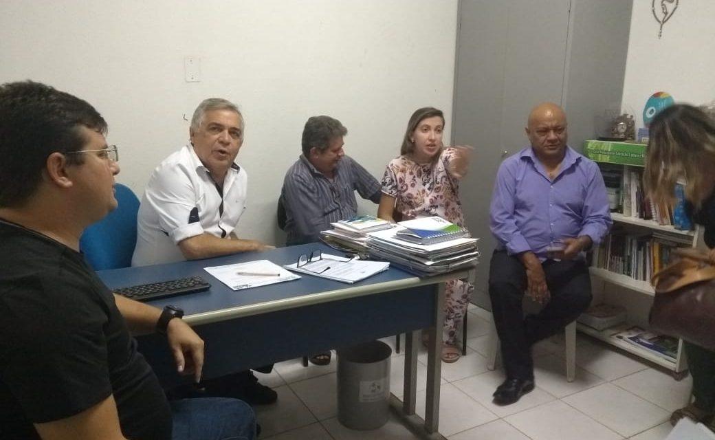 Morrinhos: APEOC encaminha pautas em reunião com secretário de Educação