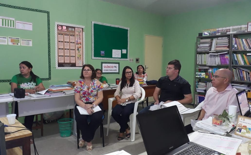 Fortim: Sindicato APEOC se reúne com Secretaria Municipal de Educação para avaliação de desempenho