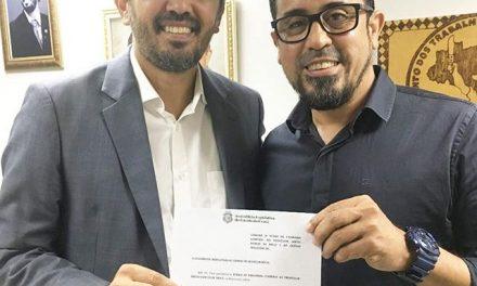A Assembleia Legislativa do Ceará aprova título de Cidadão Cearense ao Professor Anizio Melo