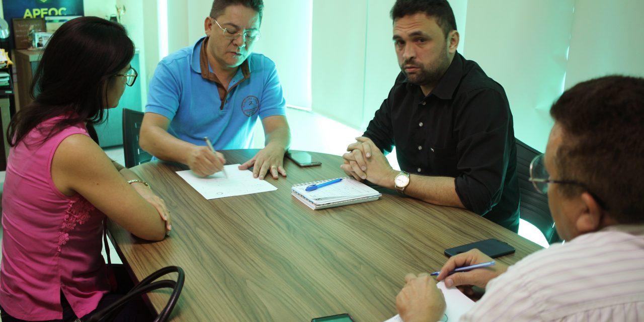 Varjota: Presidente estadual da APEOC recebe Comissão Municipal