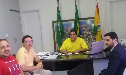 Pacajus: Em reunião com prefeito, APEOC entrega documento com pautas da categoria