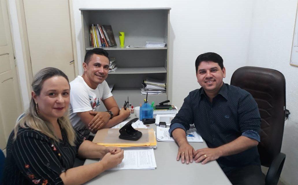 São Gonçalo do Amarante: Sindicato APEOC trata de rendimento salarial com Procurador do Município