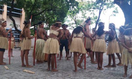 Coletivo de Educação Inclusiva do Sindicato APEOC realiza atividades com Indígenas e surdos durante o Memórias de Baobá