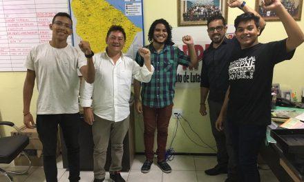 Presidência do Sindicato APEOC recebe estudantes e debate conjuntura política