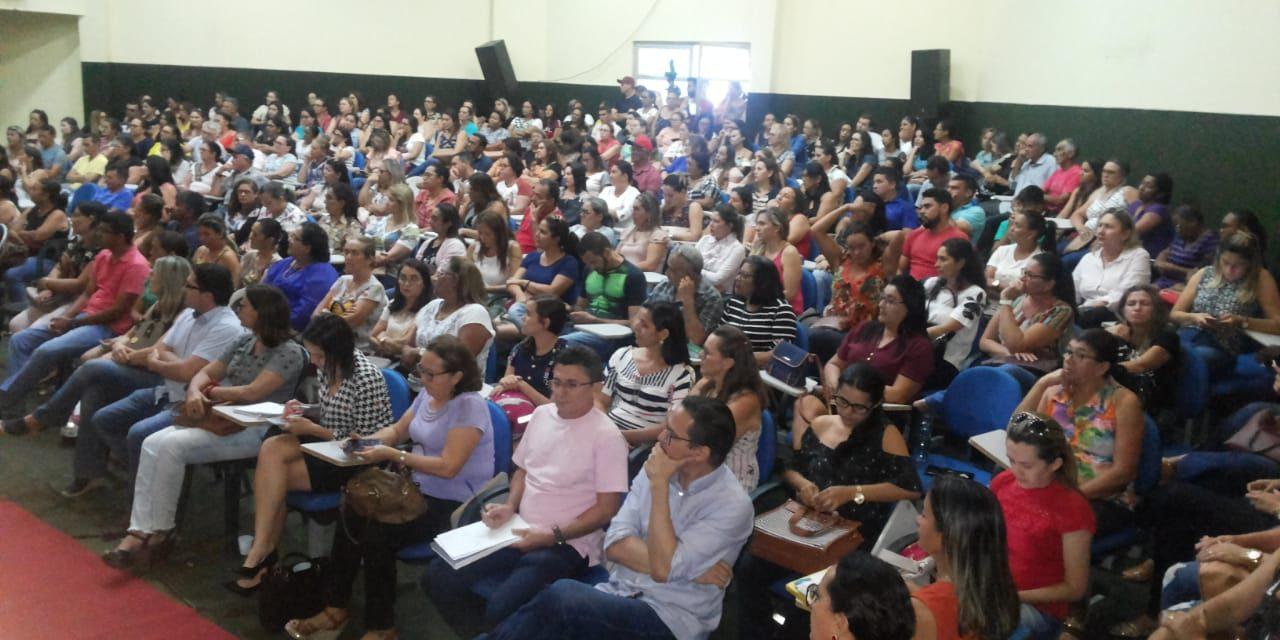 Tauá: Sindicato APEOC cobra da prefeitura atraso de salário