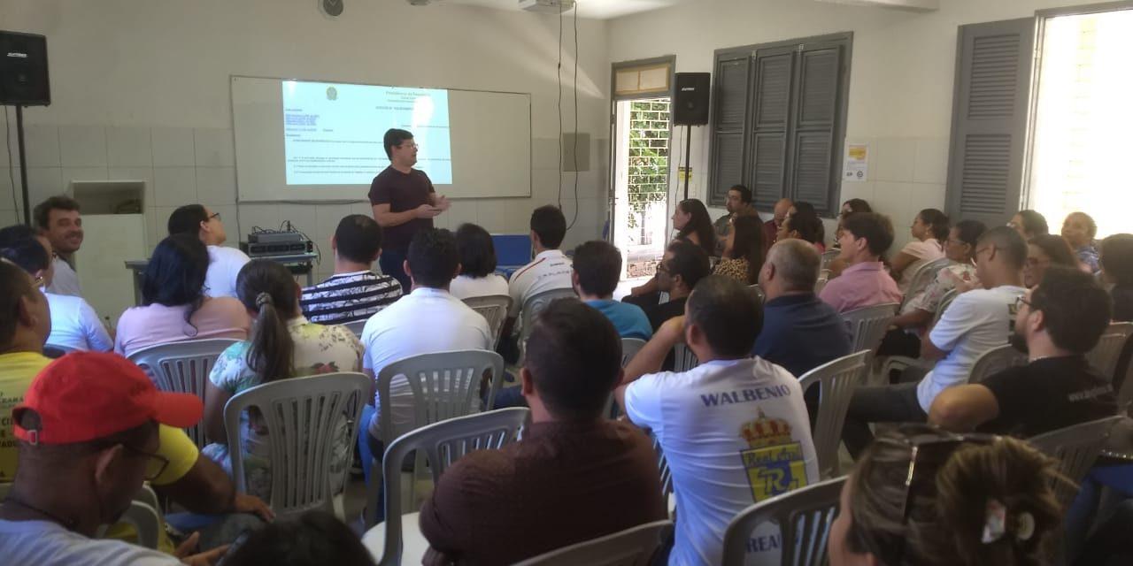 Chão da Escola em Pereiro: Sindicato APEOC discute Novo Ensino Médio e Novo ISSEC