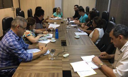Em reunião com Eliana Estrela, APEOC cobra reajuste, promoções, fim do teto do vale-alimentação e ampliação