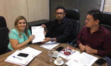 Sindicato APEOC entrega Pauta dos CEJA´s para a secretária Eliana Estrela