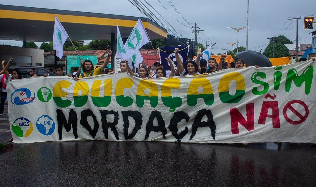 Movimentos Estudantis vão às ruas dizer NÃO à Escola com Mordaça
