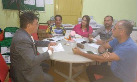 Paracuru: APEOC cobra reajuste de pós-graduados e quiquênios em audiência com prefeitura