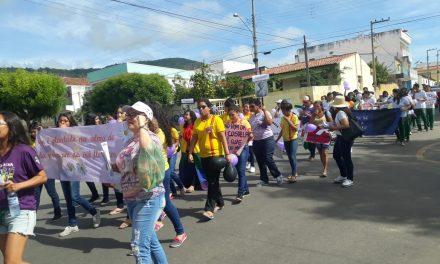 Ipu: APEOC realiza manifestação contra DEFORMA da Previdência e contra violência nas escolas