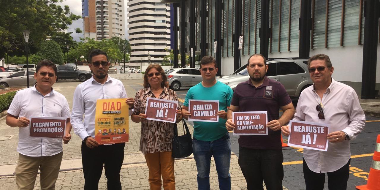 Agiliza Camilo: Direção da APEOC de plantão no Palácio da Abolição
