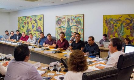 APEOC pressiona e governador garante reajuste de 4,17% retroativo a Janeiro