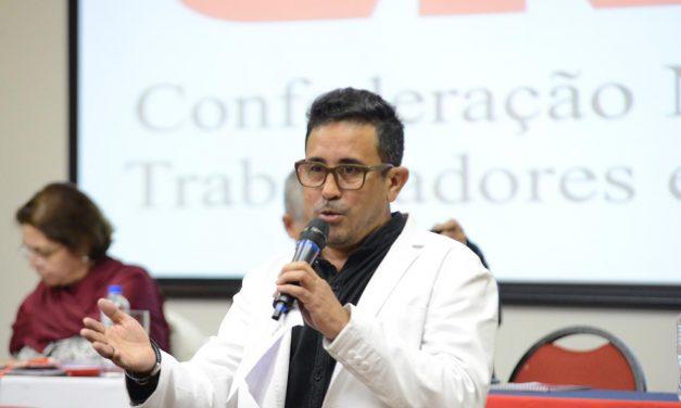 EM CURITIBA, ANIZIO MELO DEFENDE A RESISTÊNCIA E O FINANCIAMENTO PERENE PARA A EDUCAÇÃO