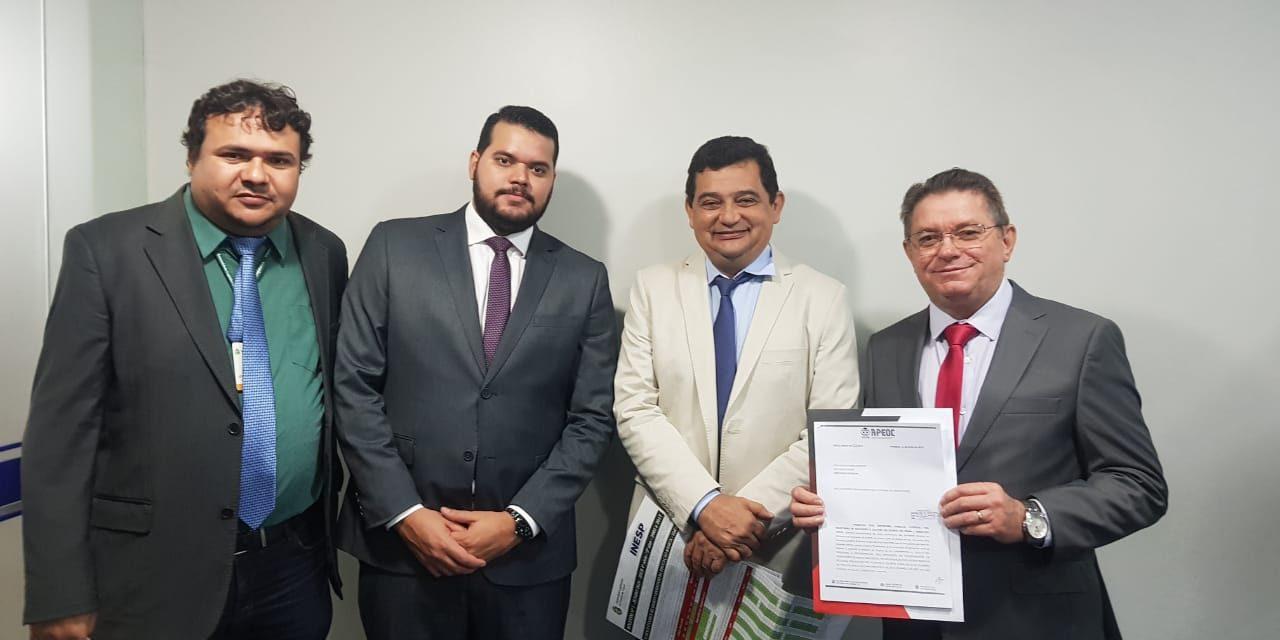 Jornada de Lutas: APEOC entrega ofício de emenda para incluir a GAEE no PL da Integralidade da Regência