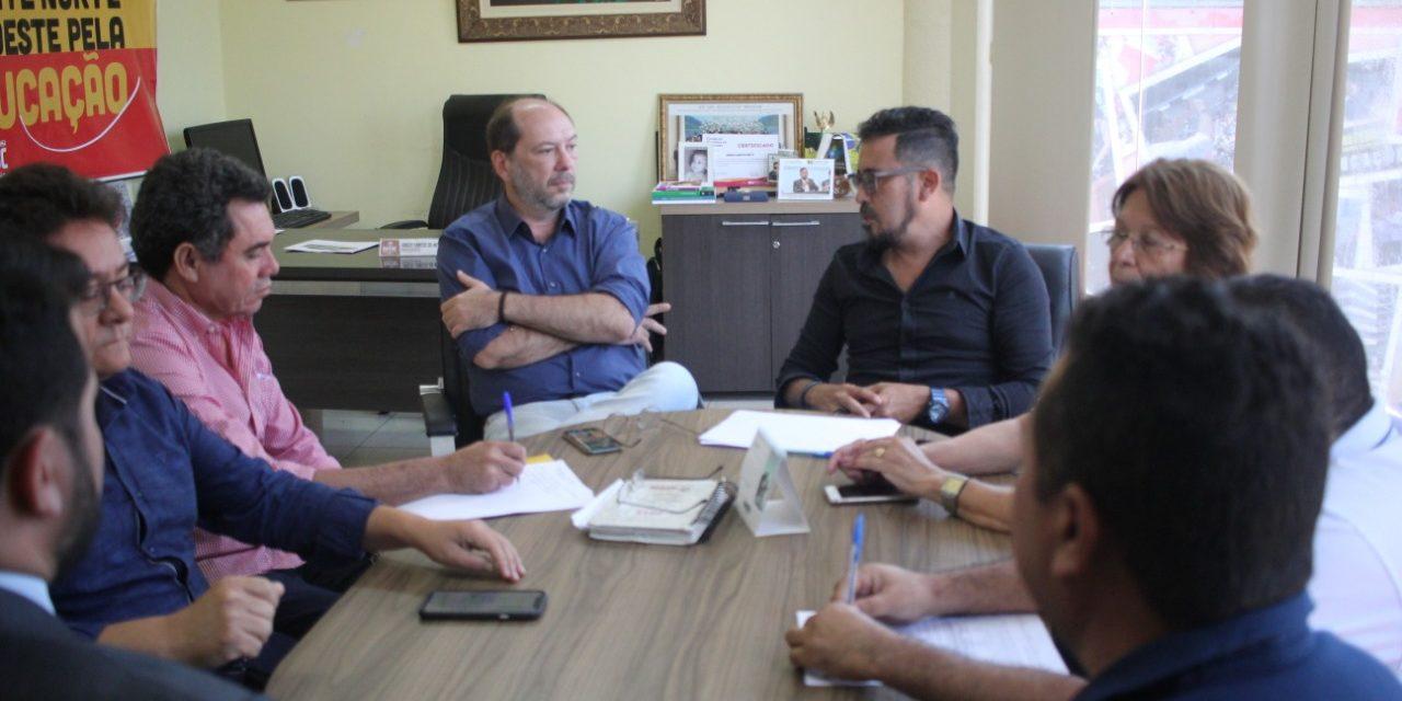 SOBRAL: APEOC RECEBE PREFEITO PARA DISCUTIR FINANCIAMENTO DA EDUCAÇÃO