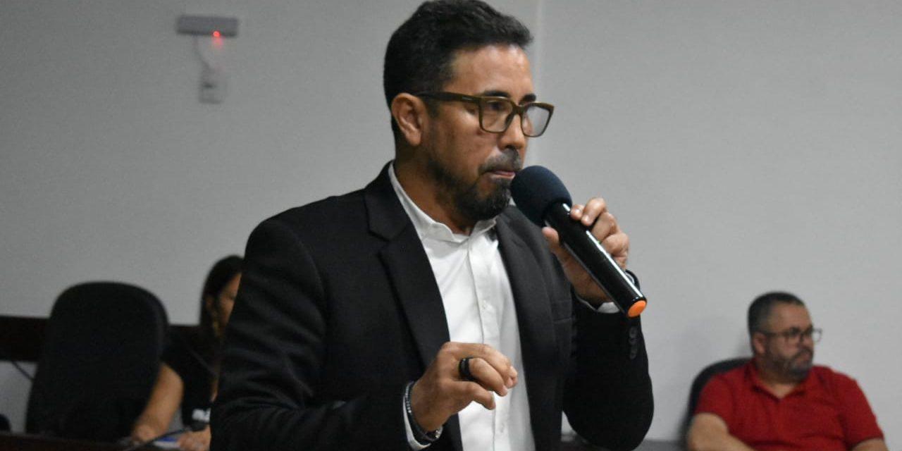 ANIZIO MELO REFORÇA LUTA POR FINANCIAMENTO DA EDUCAÇÃO EM FÓRUM NA BAHIA