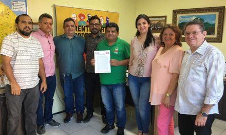 CAUCAIA: COMISSÃO MUNICIPAL DA APEOC É EMPOSSADA