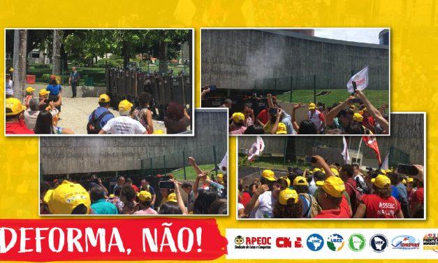 REPRESSÃO: BATALHÃO DE CHOQUE BARRA ACESSO À ASSEMBLEIA NA VOTAÇÃO DA DEFORMA DA PREVIDÊNCIA ESTADUAL