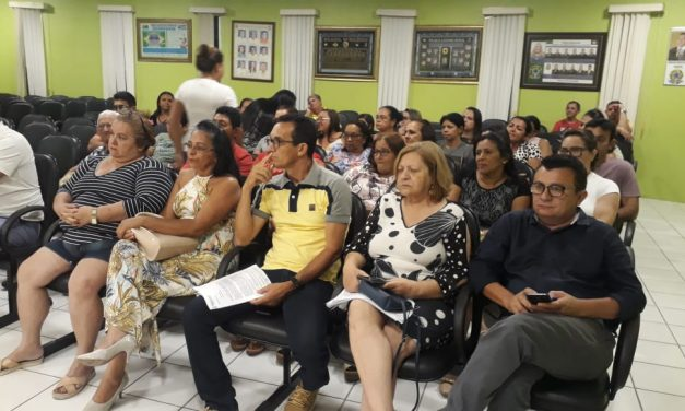 JAGUARUANA: APEOC DISCUTE LEI DE REESTRUTURAÇÃO DE CARGOS DOS PROFESSORES