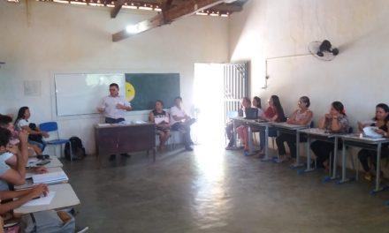 UMARI: APEOC DISCUTE CAMPANHA SALARIAL E ELEGE COMISSÃO MUNICIPAL