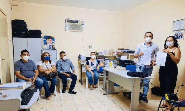 ARNEIROZ: APEOC TRATA DE LEGALIZAÇÃO DA COMISSÃO MUNICIPAL E PAUTAS PENDENTES COM SECRETÁRIO DE EDUCAÇÃO